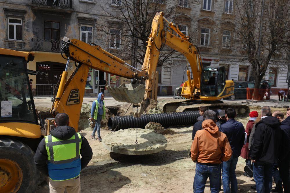 Садовий розповів, які вулиці Львова планують відремонтувати цього року