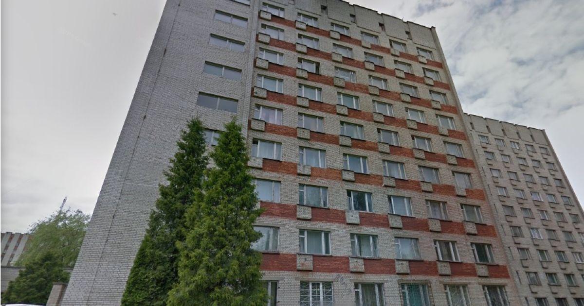 У Львові з вікна гуртожитку вистрибнула 17-річна студентка: нові деталі про загиблу