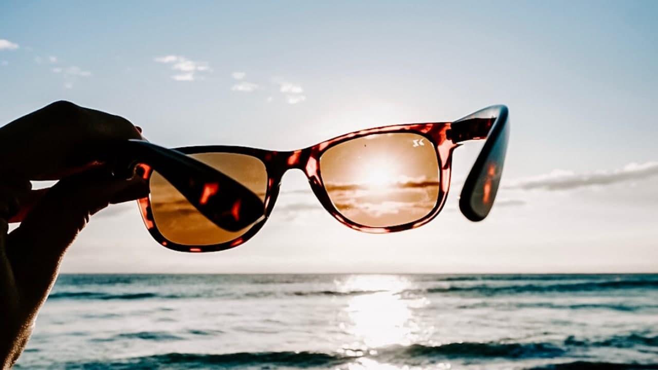 Сонцезахисні окуляри: як правильно обрати, щоб не нашкодити своєму здоров'ю (відео)