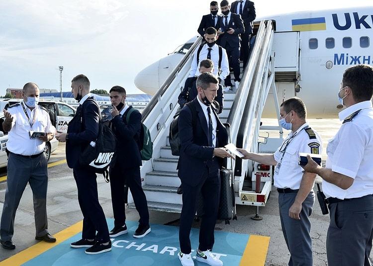 Євро-2020: футболісти збірної України прибули до Бухареста (фото)