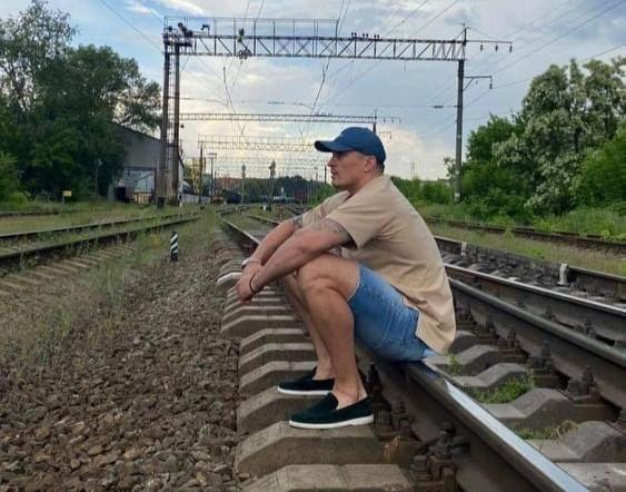 """""""Укрзалізниця"""" попросила Усика бути обережним і не фотографуватись на колії (фото)"""