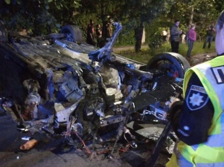 Двоє постраждалих: у Львові водій Volkswagen скоїв ДТП та втік із місця аварії (фото)