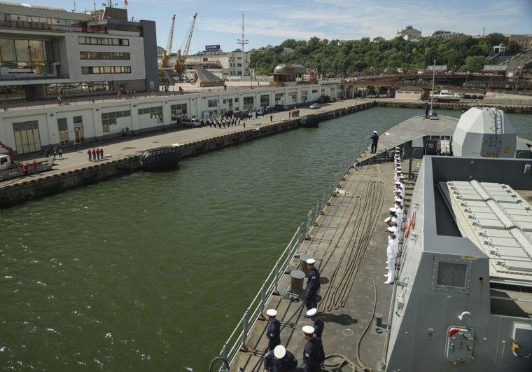 В Одеський порт зайшли два кораблі НАТО: проводитимуть спільні навчання з Україною (відео)