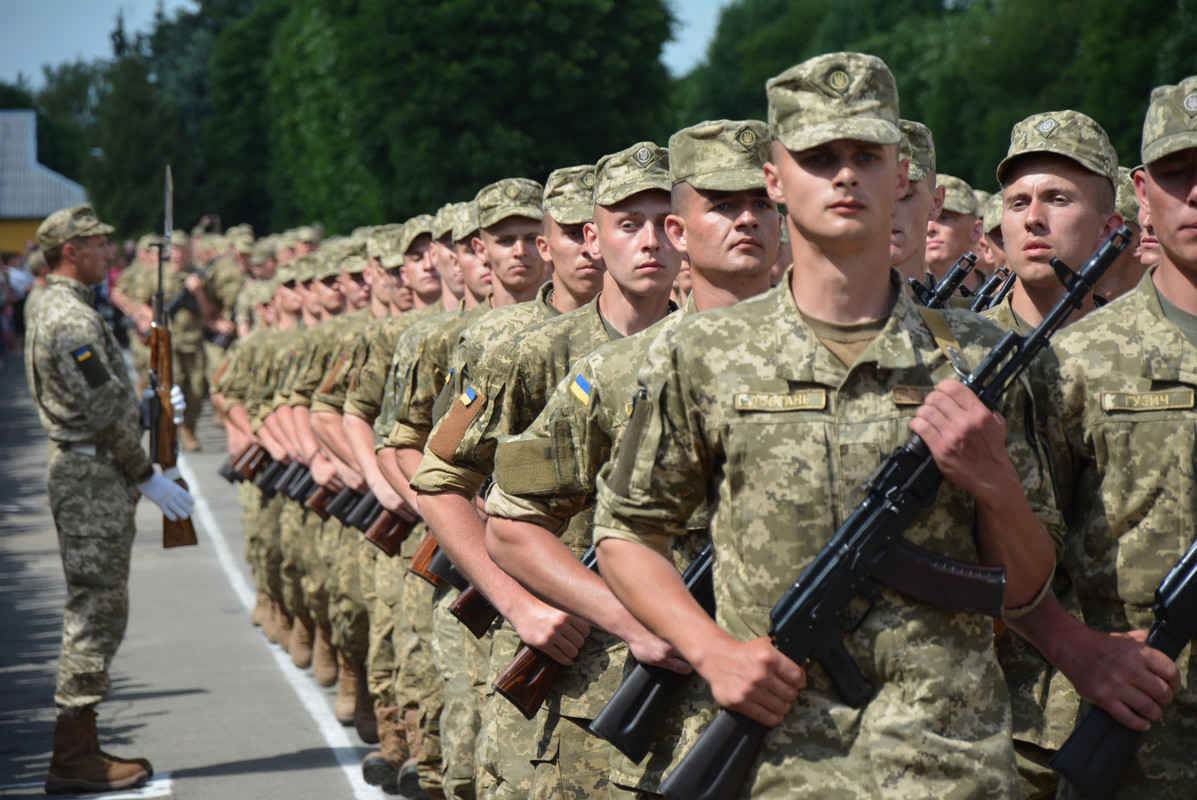 З 2023 року в Україні можуть скасувати обов'язковий військовий призов - Корнієнко
