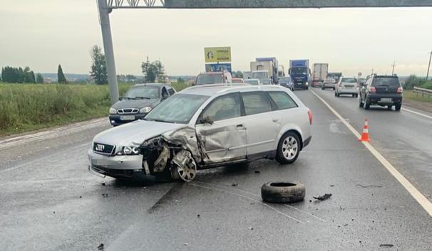 На Львівщині в потрійній ДТП загинула дитина, ще четверо людей постраждали (фото)