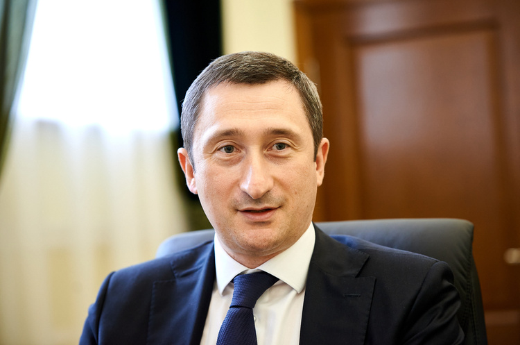Українська влада планує створити умови для повернення заробітчан додому