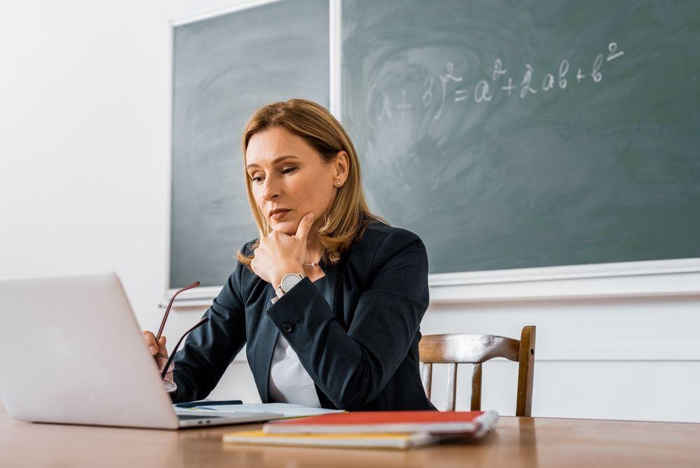 Уряд виділить майже мільярд гривень на ноутбуки для 60 тисяч вчителів