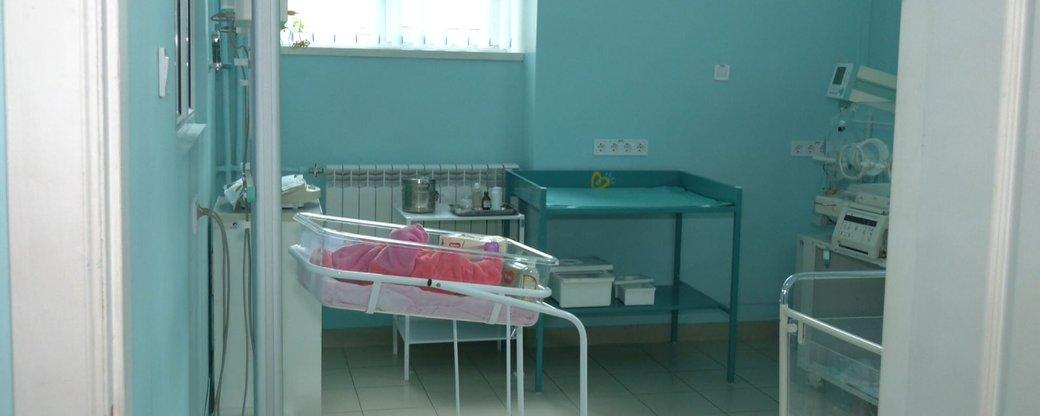 До воріт пологового у Львові підкинули новонароджену дівчинку (відео)