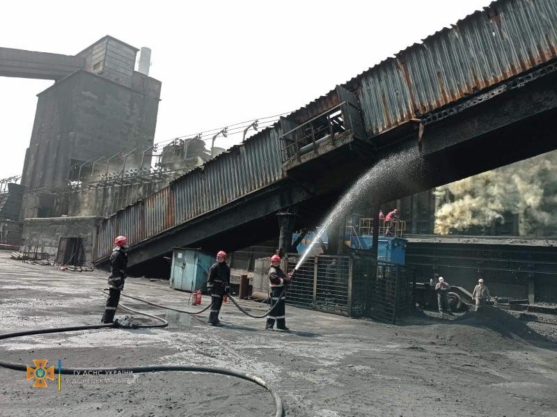 На території коксохімічного заводу на Донеччині трапилась пожежа (фото)
