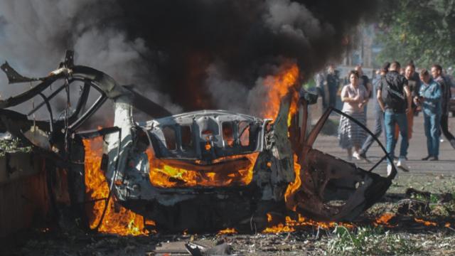 Вибух авто у Дніпрі: в автомобілі був встановлений саморобнний вибуховий пристрій, - ЗМІ (відео)