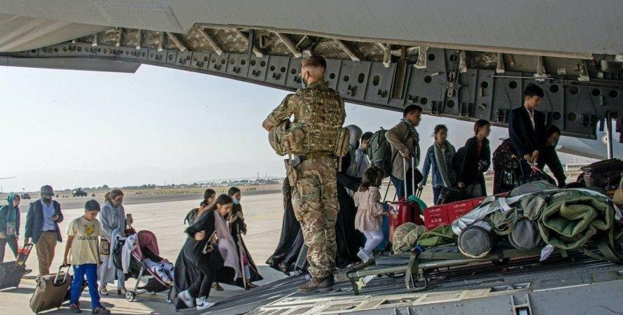 Україна евакуювала з Афганістану ще близько 100 людей - Міноборони (фото)
