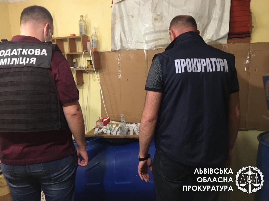 У Львівській області  викрили цех з виготовлення підробленого алкоголю (фото)