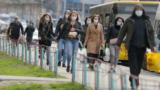 За три місяці в Україні зафіксували понад 300 тисяч порушень умов карантину