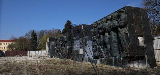 У Львові повністю демонтують Монумент Слави (відео)