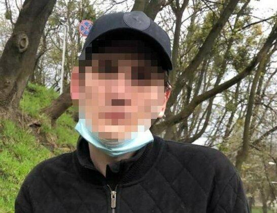 У Львові поліцейські затримали злодія, який обікрав автомобіль