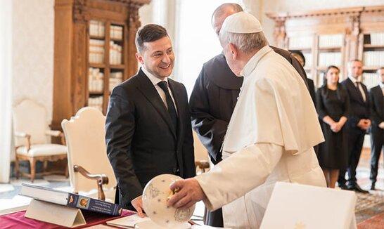 Папа Римський готовий долучитись до переговорів між Зеленським і Путіним