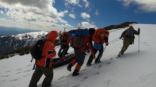 Тіло загиблого чоловіка випадково виявили туристи в горах на Закарпатті (відео)