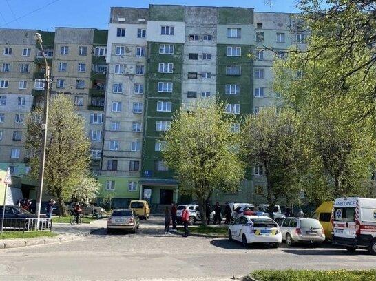 У Львові поліцейські врятували 33-річного чоловіка від самогубства (відео)