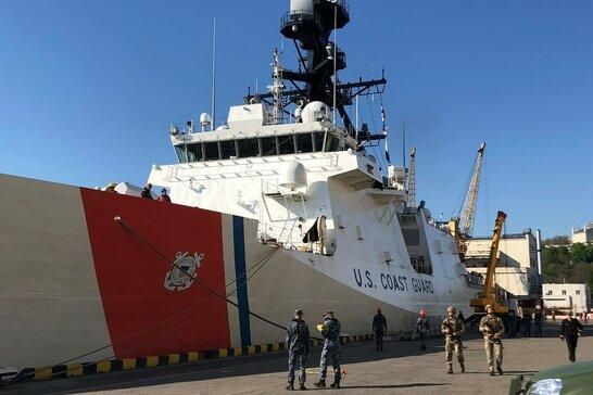 Вперше за 13 років: корабель берегової охорони США зайшов в порт Одеси