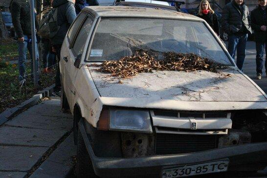 Покинуті та занедбані автомобілі приберуть з вулиць Львова (відео)