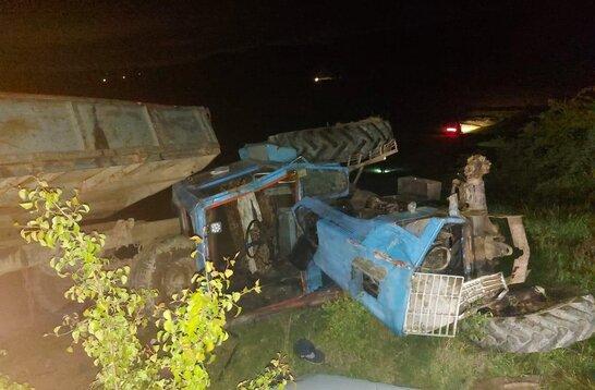 На Буковині водій перекинувся на тракторі, внаслідок чого загинула 6-річна дитина