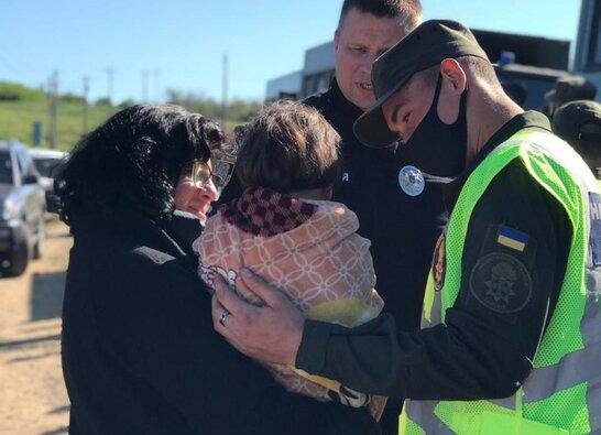 Перелякана, але жива: на Одещині знайшли зниклу учора 4-річну дівчинку (фото)