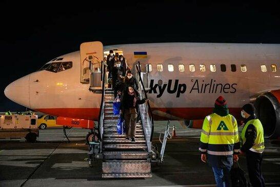 З початку 2021 року пасажиропотік українських аеропортів скоротився на третину