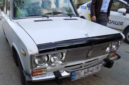 """У Львові поліцейські """"спіймали"""" водія який збив пішохода та втік з місця ДТП (фото)"""