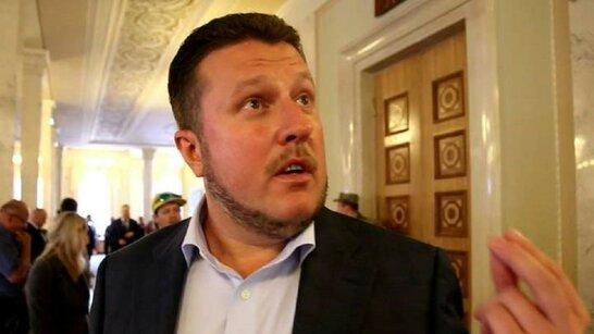 Скандальний депутат Яценко не встав під час виконання гімну України (відео)
