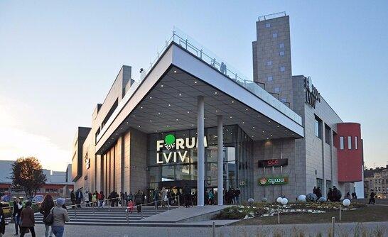 У Львові з торгового центру евакуювали 3 тис. людей через повідомлення про замінування