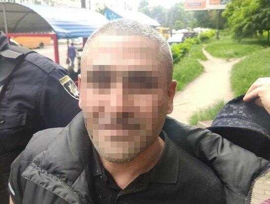У Києві поліцейські затримали зловмисника, який втік з-під варти Ірпінського суду (фото)