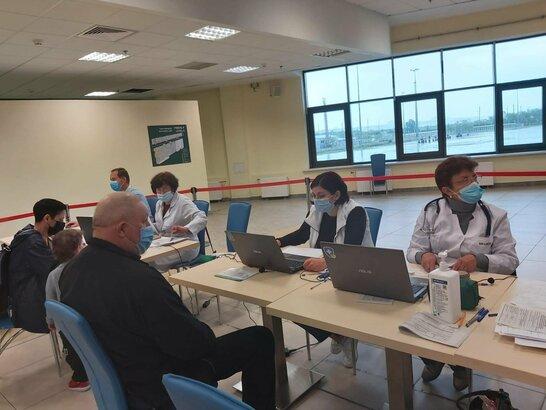 """За два дні вихідних у центрі вакцинації на """"Арені Львів"""" вакцинували 1041 людину"""
