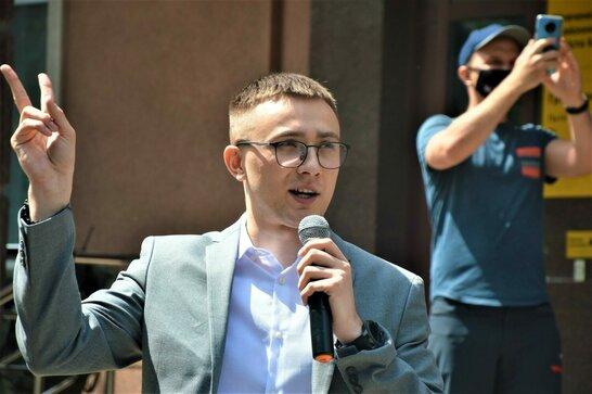 Одеський суд визнав винним Стерненка за двома статтями й засудив до одного року умовно
