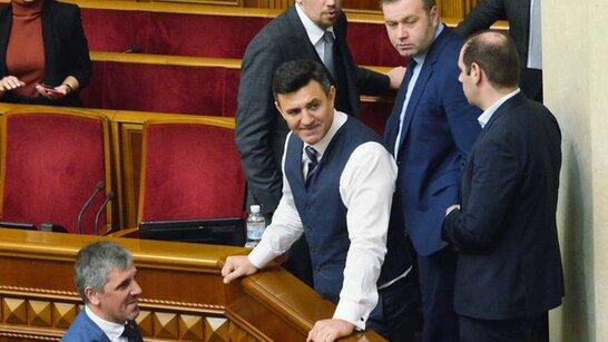 Хамська витівка: скандальний Тищенко розважався перед засіданням у Верховній Раді (відео)