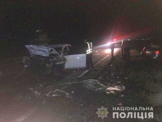 Жінка-водій у реанімації: внаслідок лобового зіткнення на Закарпатті загинули двоє людей (фото)