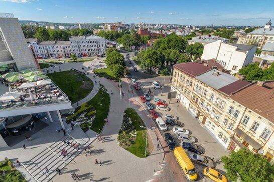 У центрі Львова реконструюють проблемне перехрестя (відео)