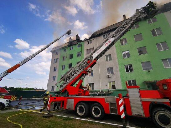 На Київщині внаслідок вибуху трапилась пожежа: є постраждалі та загиблий (відео)