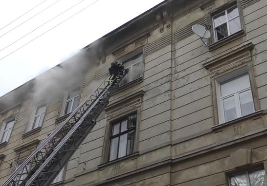 Трагічна пожежа у Львові: у центрі міста внаслідок займання загинула 71-річна жінка (відео)