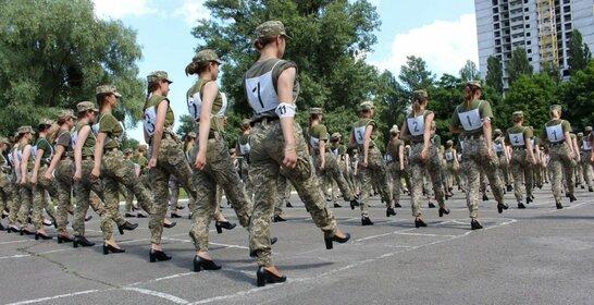 Розгорівся скандал: на параді до Дня Незалежності курсантки будуть марширувати на підборах (фото)