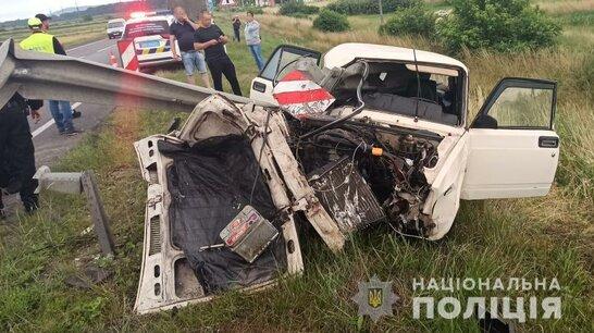 Смертельна ДТП на Львівщині: пасажир загинув після зіткнення авто з відбійником