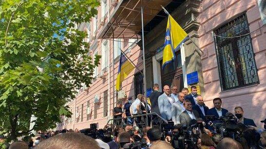 Кива привів своїх тітушок: у Києві суд обирає новий запобіжний захід Медведчуку