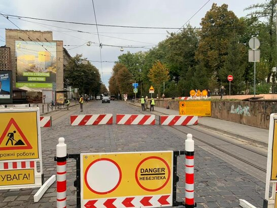 Ремонтні роботи тривають: вулицю Бандери у Львові перекрили повністю (відео)