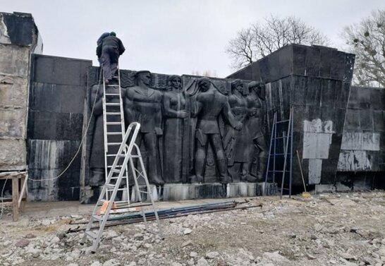 Монумент слави у Львові: демонтаж знаходиться на завершальному етапі (відео)