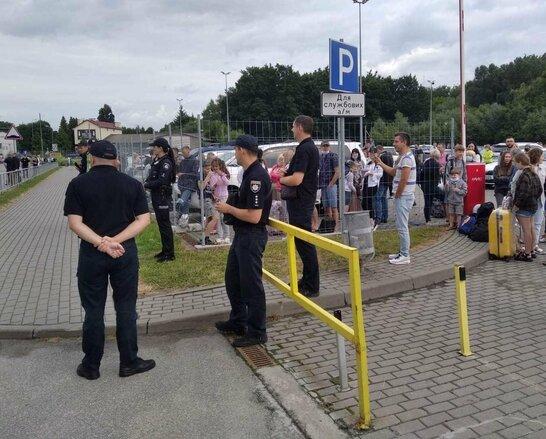 Поліція знешкодила підозрілу сумку, знайдену у львівському аеропорту (фото)
