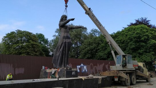 Ведучий проросійського телеканалу заявив, що хоче викупити львівський Монумент Слави
