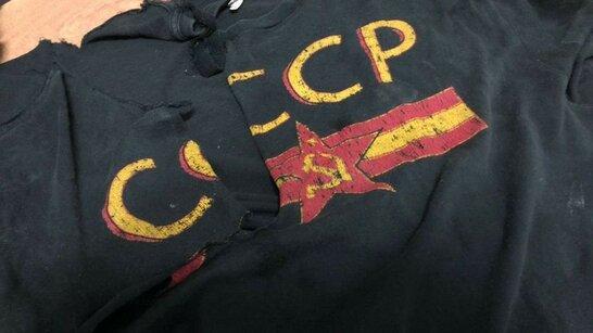 У київському супермаркеті працівник одягнув футболку з гербом РФ (відео)