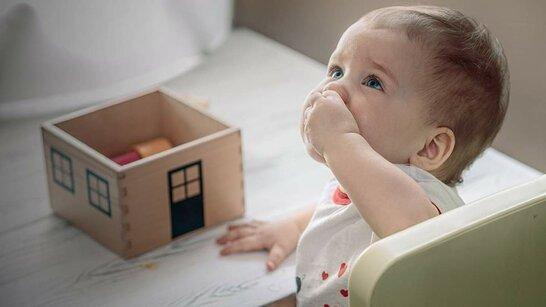 Дитина проковтнула сторонній предмет: як допомогти малечі до приїзду медиків (відео)