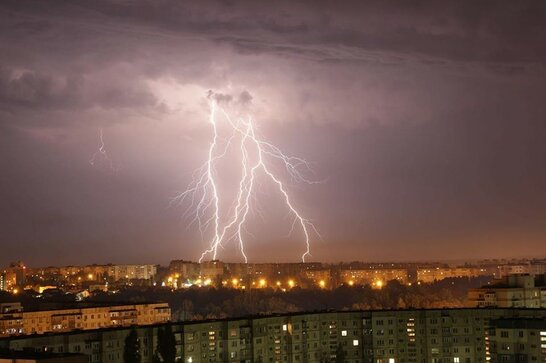 Очікуються сильні дощі та град: в Україні оголосили штормове попередження