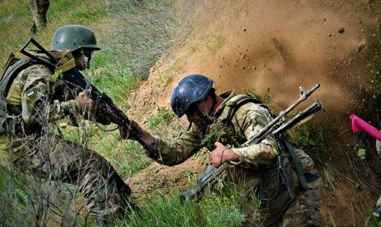 Російські окупанти поранили на Донбасі двох захисників України