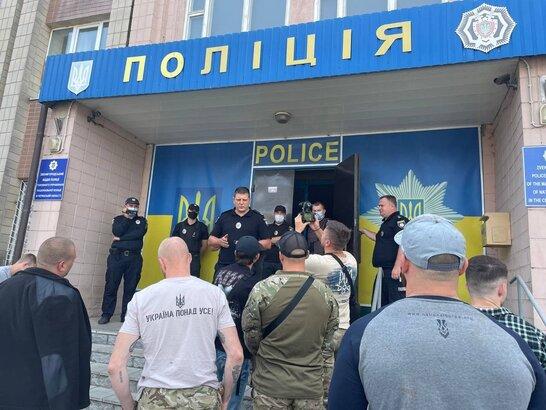 Намагались поспілкуватись з Зеленським: затриманих на Черкащині ветеранів відпустили (відео)
